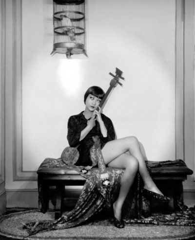 Anna May Wong Below Cage 2